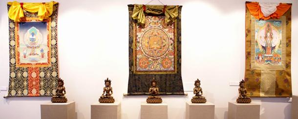 """Экспозиция выставки """"Сокровища Буддизма"""""""